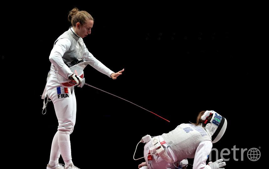Полин Ранвье пытается поддержать Марту после того, как россиянка получила травму. Фото Getty