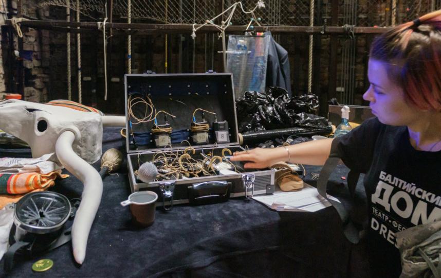 """Все актеры работают с индивидуальными микрофонами. Фото Алена Бобрович, """"Metro"""""""