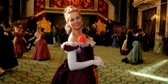 Галина приехала на бал специально из Нижнего Новгорода, в образе Анны Карениной она наслаждается своей женственностью.