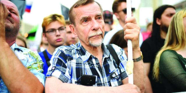 Лев Пономарев.