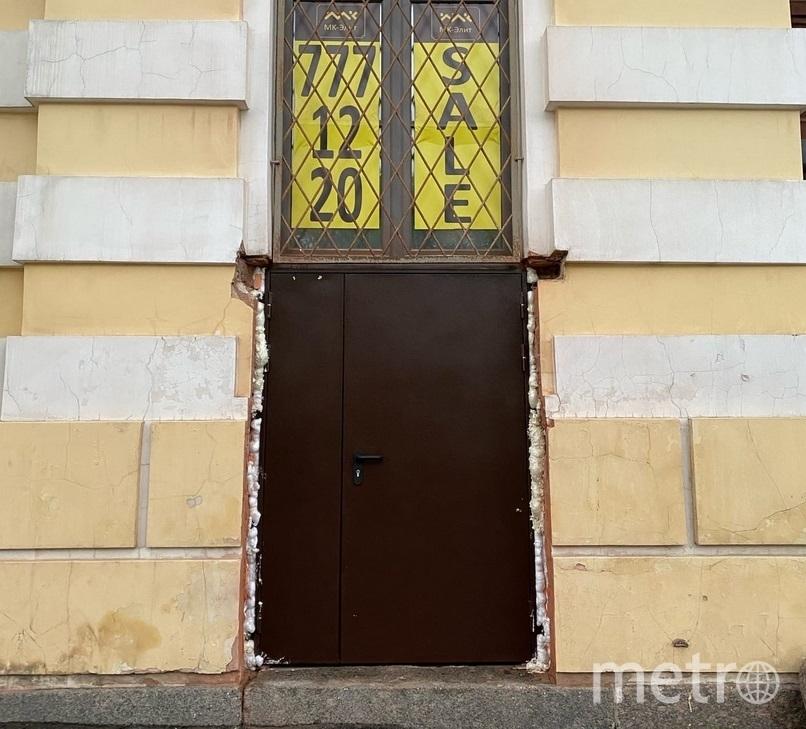 Прорубленная в фасаде дверь исторического дома на Чайковского. Фото vk.com/mytndvor.