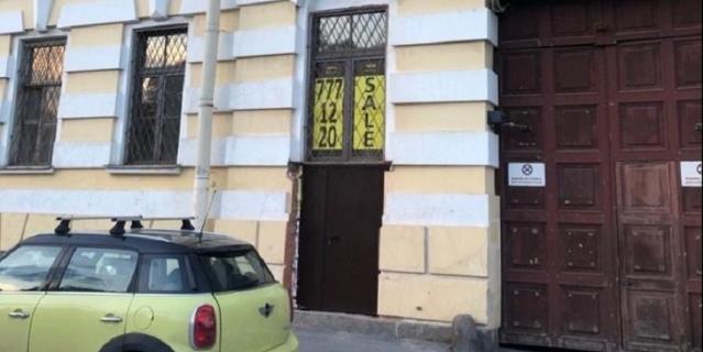 Вид на прорубленную дверь со стороны Фонтанки.