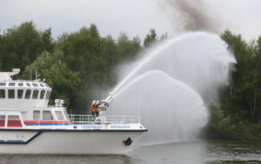 Учения спасателей на Нагатинской набережной. Фото Василий Кузьмичёнок
