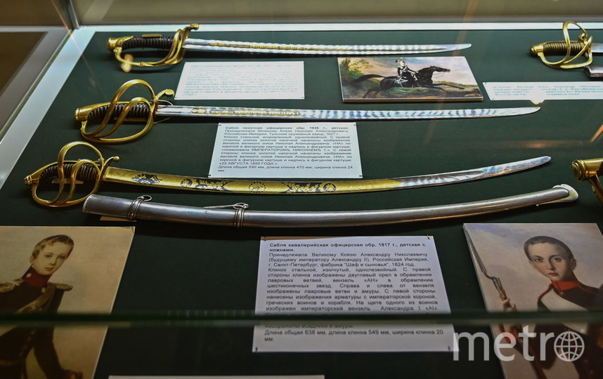 """На выставке представлено холодное оружие членов императорской семьи  по взрослению от 5 до 14 лет. Фото Святослав Акимов., """"Metro"""""""