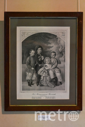 """Второй справа - Александр III. В те времена для мальчиков до 5 лет одежду не шили. Фото Святослав Акимов., """"Metro"""""""