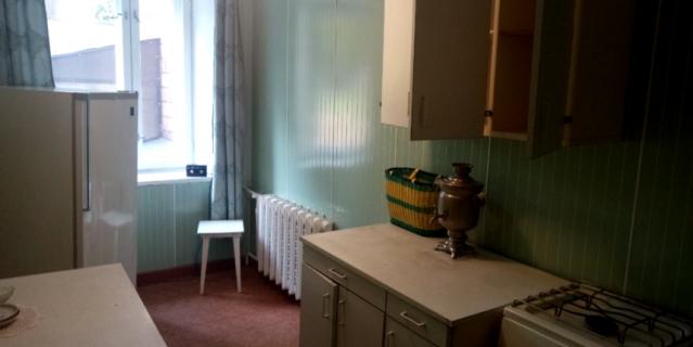 Интерьер довольно скромный – как и в большинстве квартир того времени.