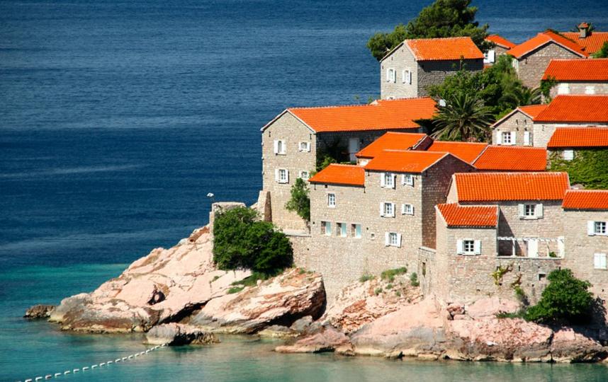 С 24 августа иностранцы смогут въехать в Черногорию при выполнении одного из четырёх условий. Фото Pixabay.