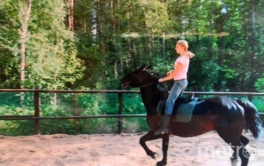 На даче в Псковской области, здесь Светлане примерно 12 лет. Фото из личного архива Светланы