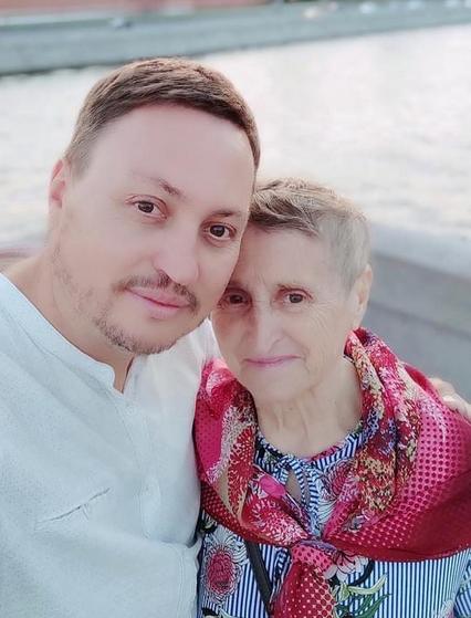 Лидия и Юрий Неневы не расстаются почти ни на минуту: дома – вместе, гулять по городу – тоже вместе. Фото Facebook: Юрий Ненев.