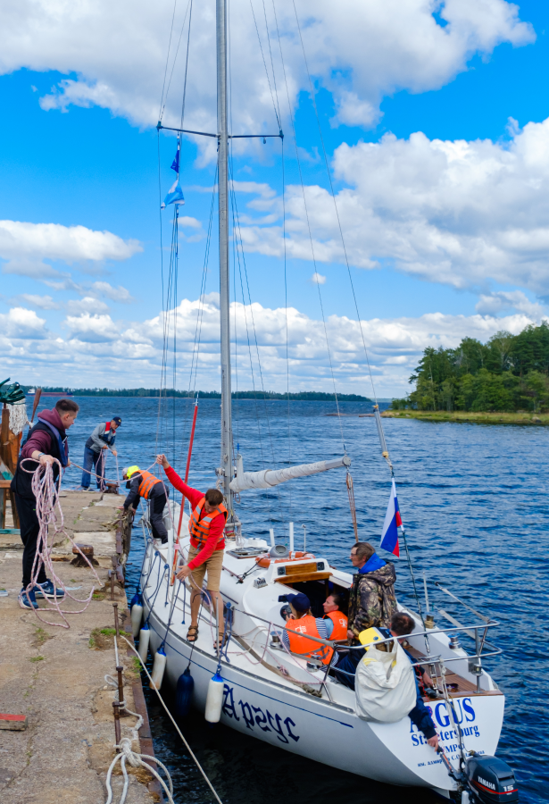 """За год занятий курсанты осваивают новую профессию: становятся яхтенными рулевыми. Фото Алена Бобрович, """"Metro"""""""