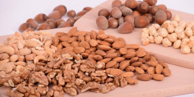 Срок годности очищенного ореха от 9 до 12месяцев.