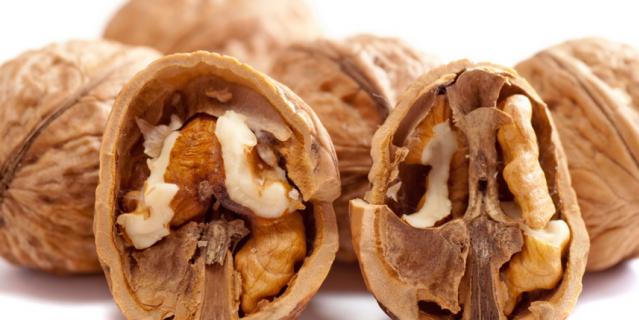 """Орехи """"старого урожая"""" могут быть заражены плесенью или молью."""