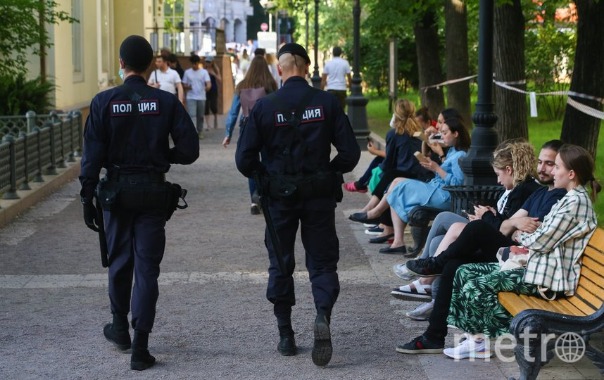 Полицейские прервали встречу Михаила Вельмакина с избирателями. Фото Ведяшкин Сергей