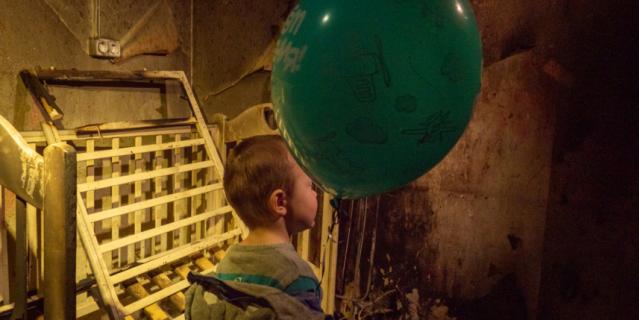 Телеведущая посетила сгоревшую квартиру Ивановых.