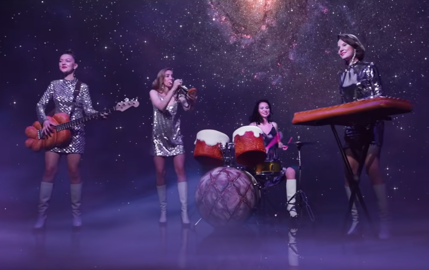 """Песня """"Хлеб"""" стала дебютной для проекта """"Зоя"""". Фото Скриншот Youtube"""