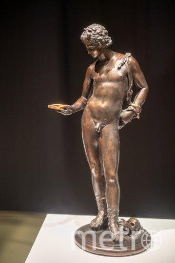 """Бронзовая статуя """"Tinder-сюрприз"""" повествует о поглощенности современников соцсетями. Фото Святослав Акимов, """"Metro"""""""