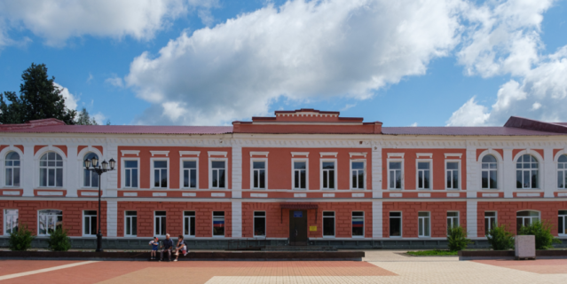 Школа на Соборной площади.