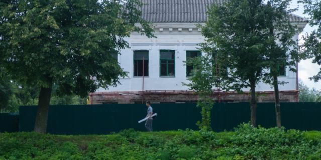 Дом Грушеньки на берегу реки Перерытицы.