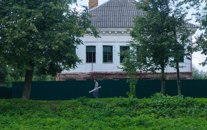 "Дом Грушеньки на берегу реки Перерытицы. Фото Алена Бобрович, ""Metro"""