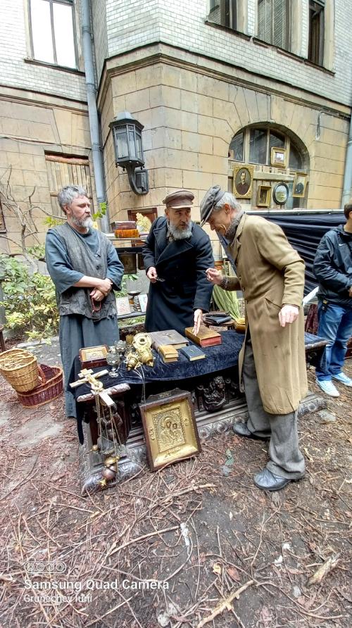 Петербургские площади и дворы стали декорациями к фильму. Фото предоставлено актерами групповых сцен