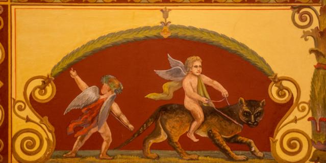 Роспись стен в так называемом помпейском стиле, модном в XIX веке. Такие рисунки украшают Помпейский зал Мариинского дворца.