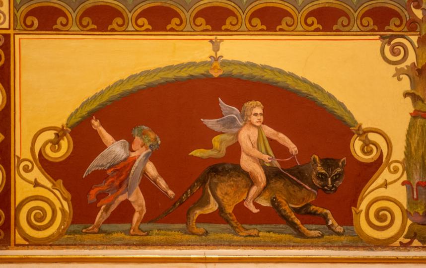 """Роспись стен в так называемом помпейском стиле, модном в XIX веке. Такие рисунки украшают Помпейский зал Мариинского дворца. Фото Святослав Акимов, """"Metro"""""""