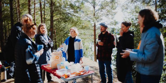 Участники тура во время пикника.