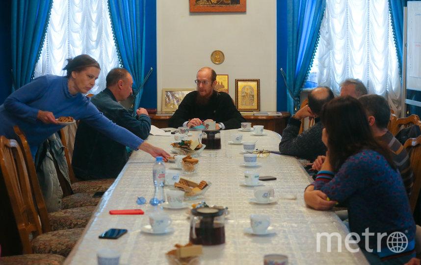Активисты общества трезвости решили обсудить, как дети и внуки начали учебный год. Фото Василий Кузьмичёнок