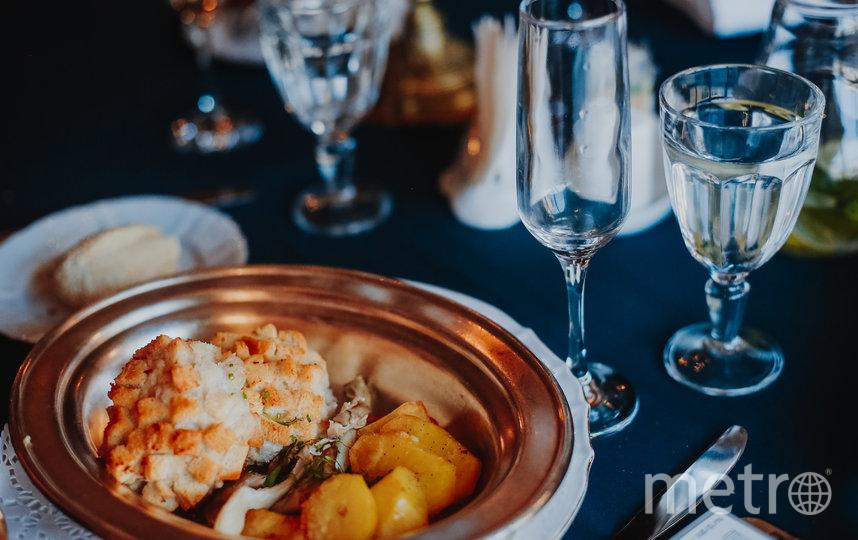 Так проходят исторические ужины в Петербурге. Фото Скриншот Instagram @izastolom.