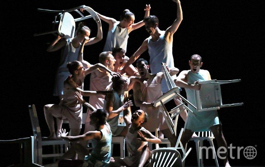Прихоть – премьерная в России комедийная пьеса Александра Экмана: абсурдный танец со стульями без призовых мест, исполняемый одновременно под Вивальди и Нину Симон. Фото Предоставлено организаторами.