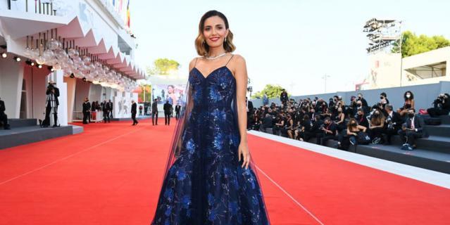 Серена Росси на церемонии закрытия Венецианского кинофестиваля.