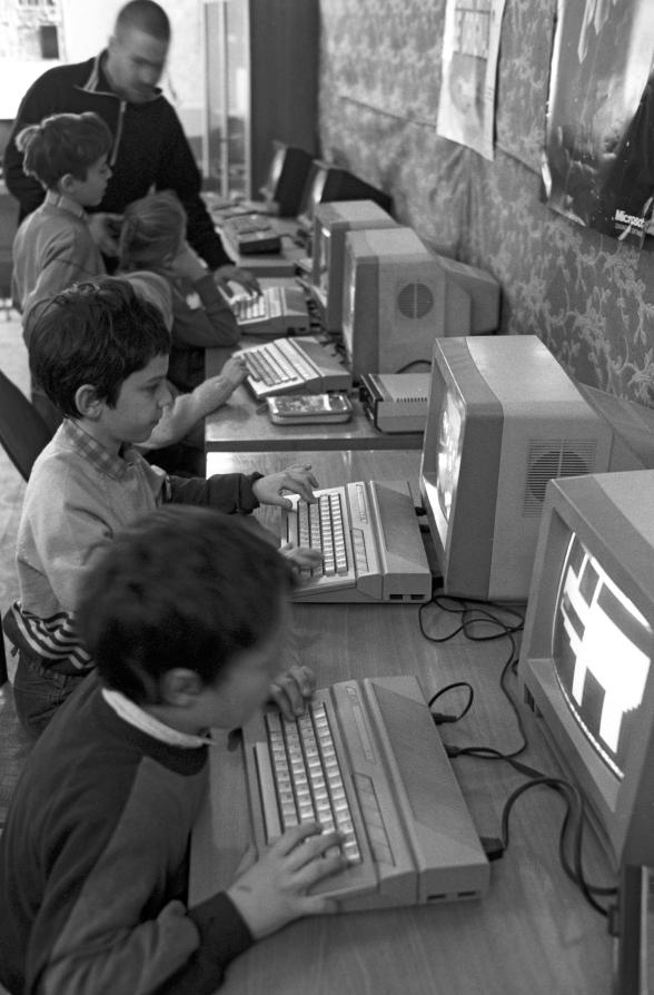Вспоминая детские годы, москвичи говорят, что застали период расцвета компьютерных клубов, пребывание в которых было для них настоящим счастьем. Фото Александр Лыскин, РИА Новости