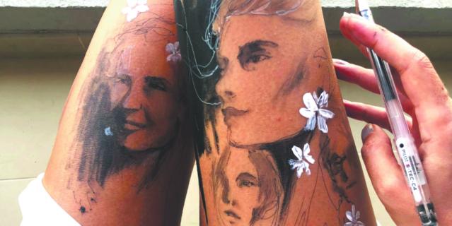 По настроению Ранда может нарисовать что-нибудь сразу на двух ногах.