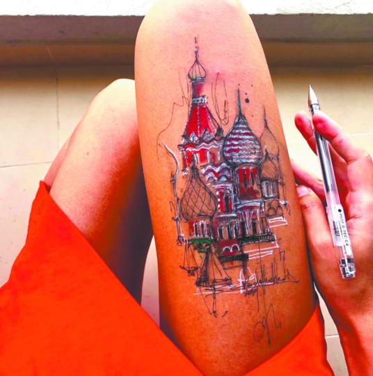 Ранда Хаддадин любит «русские мотивы» – однажды нарисовала на ноге храм Василия Блаженного. Фото Скриншот Instagram @randahaddadin.