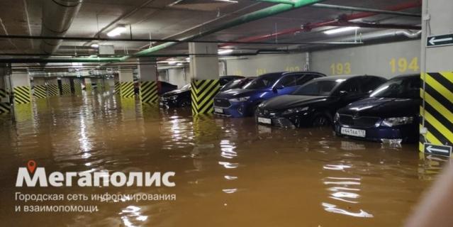 Так выглядел паркинг, когда уровень воды только начинал подниматься.