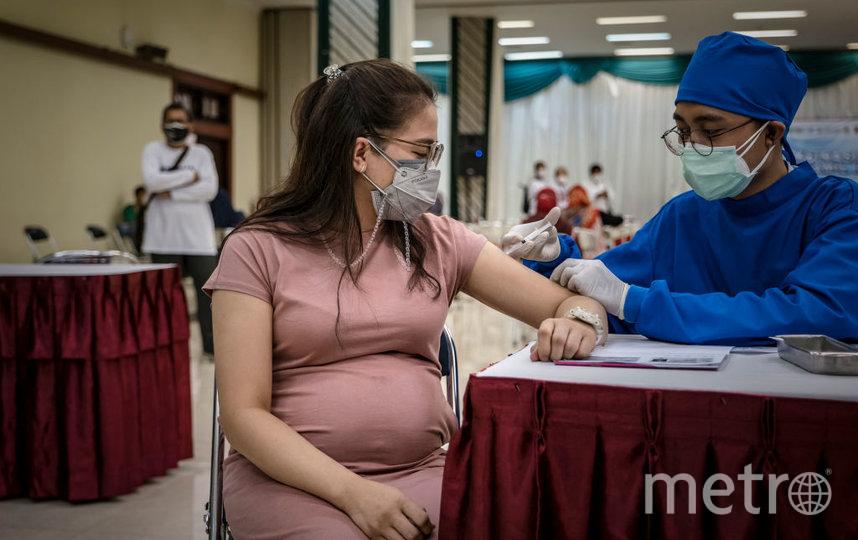 Проведенные исследования не выявили каких-либо вредных эффектов вакцины от COVID-19 на здоровье женщины или плода. Фото Getty