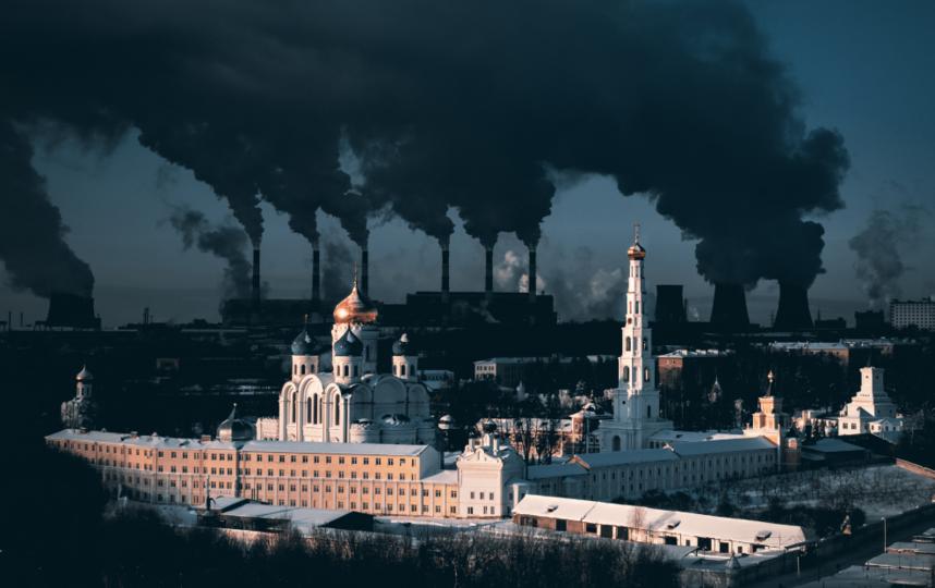 Николо-Угрешский монастырь на фоне ТЭЦ. Фото Instagram: @poletaev.photo