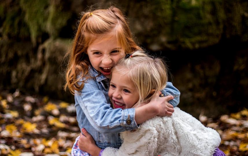 Эмоциональный контакт в первые годы жизни малыша поможет ему легче заводить друзей. Фото Pixabay