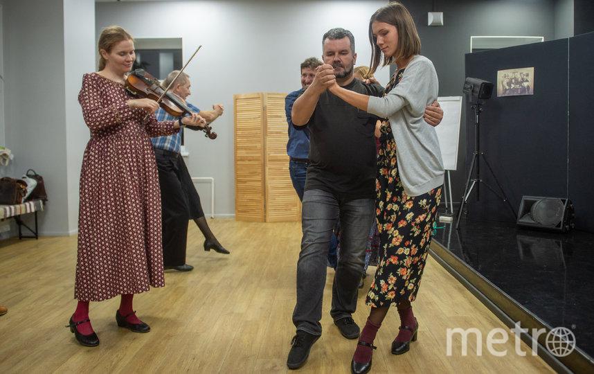 """Занятия русскими танцами проходят под живую музыку. Фото Святослав Акимов, """"Metro"""""""