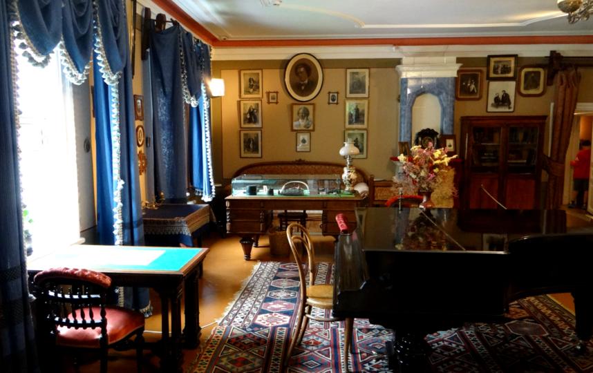 """Гостиная, в которой Чайковский принимал гостей и музицировал. Фото Мария Позина, """"Metro"""""""