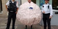 Житель Великобритании собрался пробежать марафон в забавном костюме: почему выбор пал именно на мозг