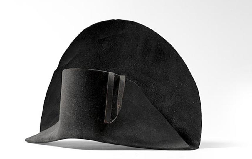 Та самая шляпа, которую выставили на торги. Фото BONHAMS