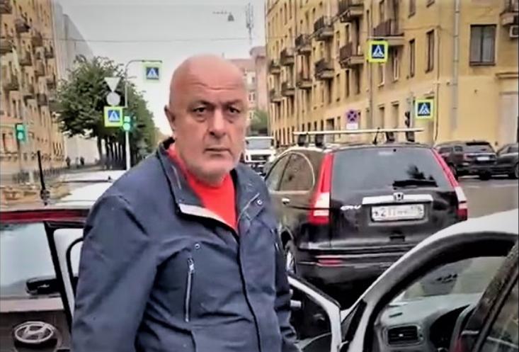Водитель социального такси обругал пенсионерку. Фото Скриншот видео: https://vk.com/video-68471405_456314252