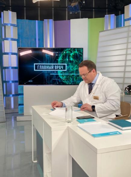 """Денис Гусев в эфире программы """"Главный врач""""."""