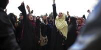 Афганские женщины напомнили, как на самом деле выглядит национальный костюм