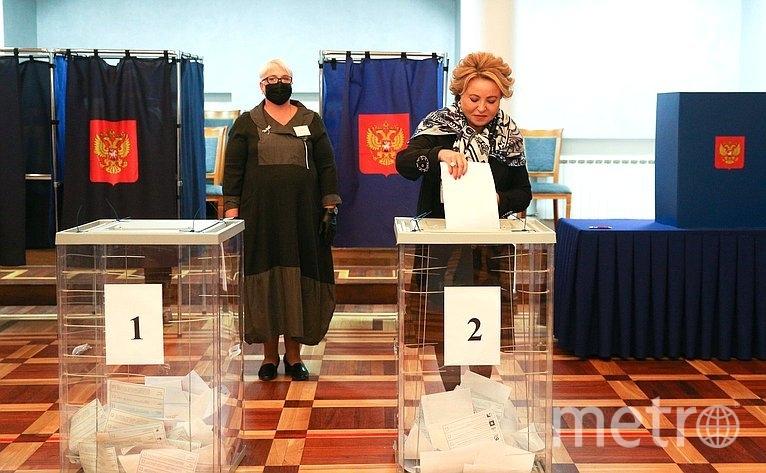 Валентина Матвиенко на избирательном участке в Петербурге. Фото council.gov.ru