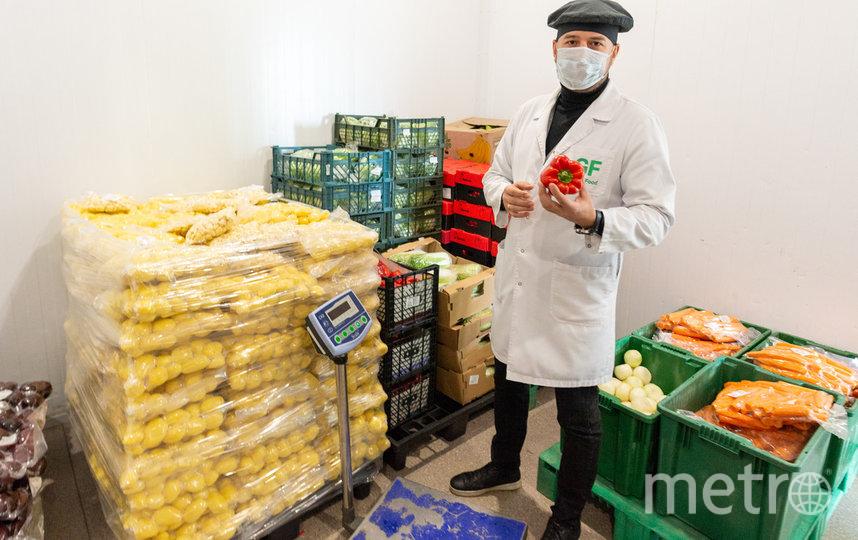 """На заводе строго соблюдается товарное соседство. Для этого даже введена дополнительная маркировка ящиков. Например, зелёные – для овощей. Фото Святослав Акимов, """"Metro"""""""