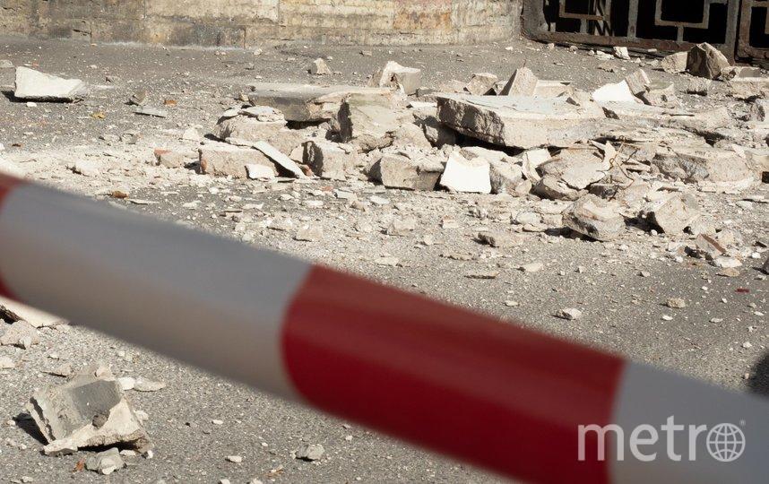 """Место обрушения огородили лентой. Фото Святослав Акимов, """"Metro"""""""