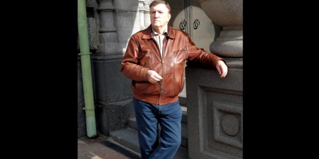 """Александр Лобанов родился в 1942 году в Ленинграде. Автор книги """"Пробуждение""""."""