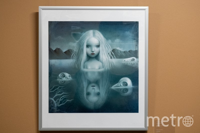 """С картины """"Леонора"""" за посетителями следит то ли девушка, то ли призрак. Фото Святослав Акимов, """"Metro"""""""